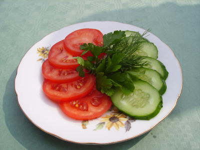 Салат из помидор и огурцов красиво нарезать
